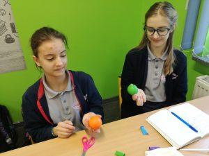 Żonglowanie na lekcji biologii w klasie VII