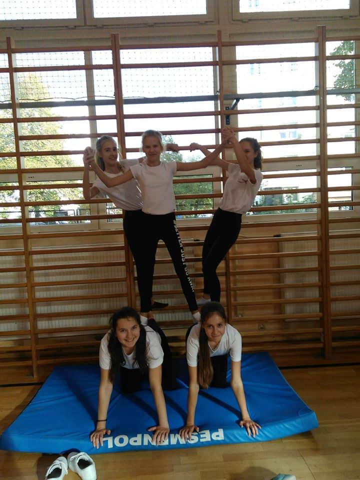 Piramidowe szaleństwo na zajęciach wychowania fizycznego