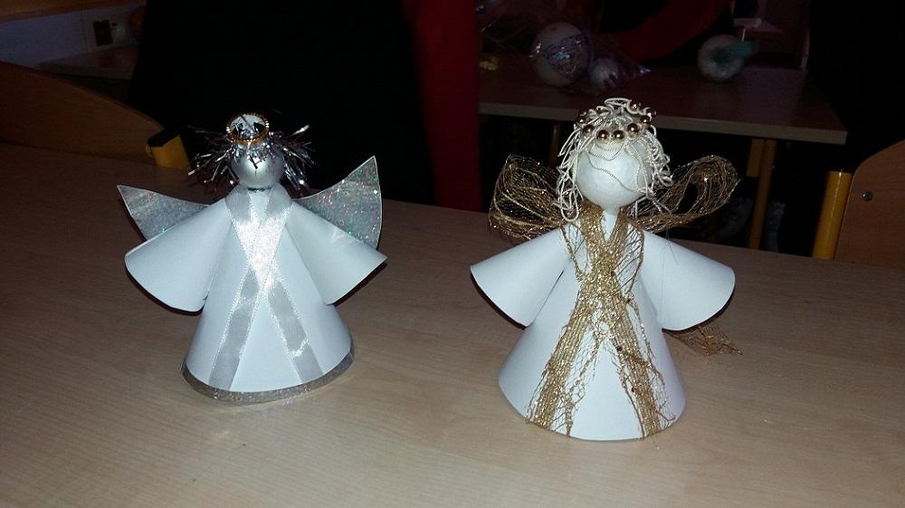Anioły wykonane przez nauczyciela techniki