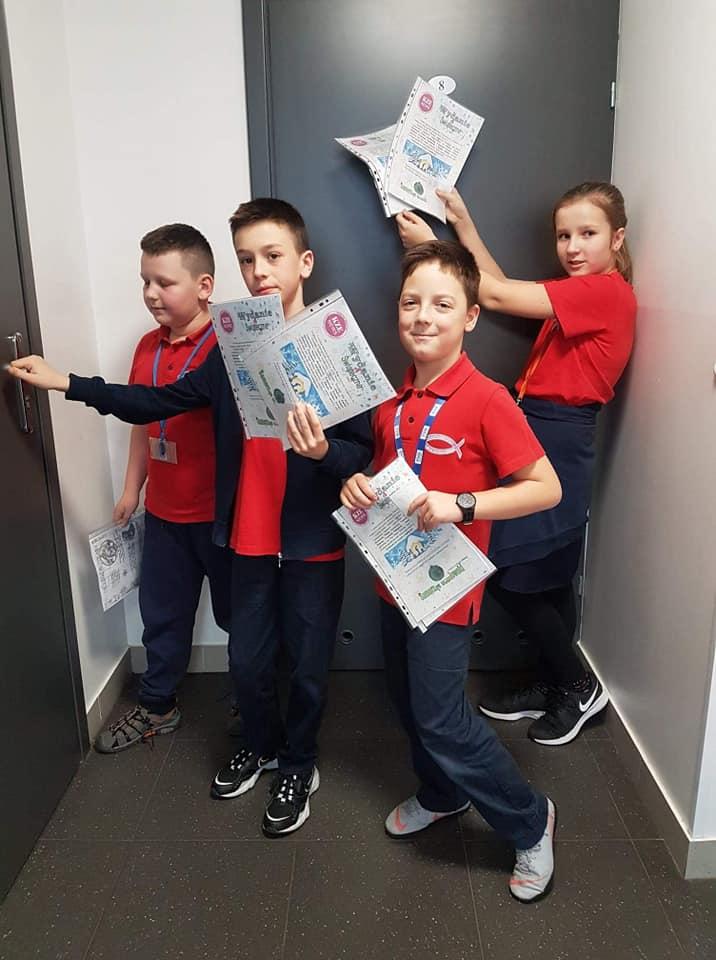"""świąteczne wydanie szkolnej gazetki """"KZE NEWS""""!"""